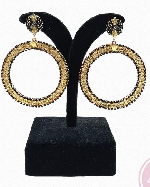pendiente pedreria negra y dorada hispania flamenco