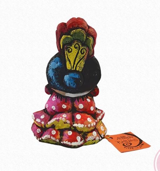Figura de una gitana con abanico. Esta pieza de cerámica es obra original del artista gaditano Antonio Ruano.