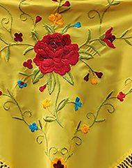 detalle manton estampado amarillo