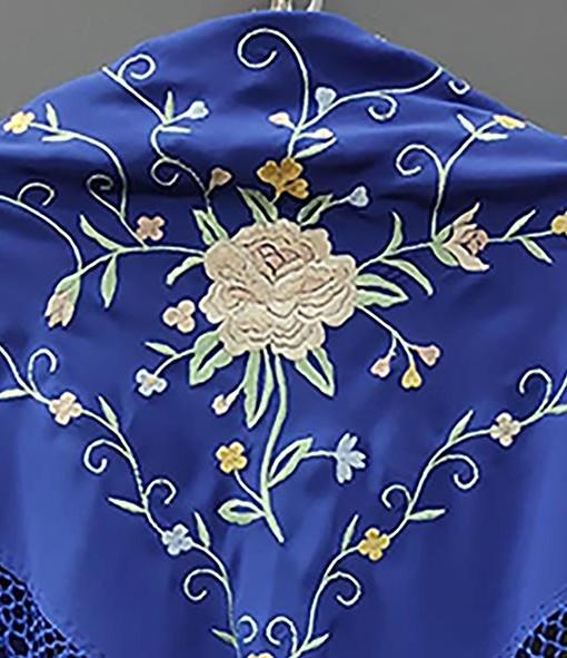 detalle manton estampado azulino 1