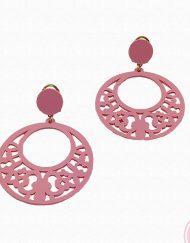 Pendientes aro fabricado en acetato color rosa chicle por Artesanía Carvajal. Medidas 6 cm. de alto y 4,50 cm. ancho.