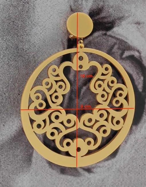 detalle pendiente dorado 2