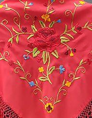 detalle manton estampado rosa