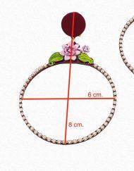 Pendientes aro color corinto de pedrería y flores Hispania Flamenco. Medidas: 8 cm. de alto X 6 cm. de ancho. Complementos únicos realizados artesanalmente, perfectos tanto para eventos especiales como para flamenca.