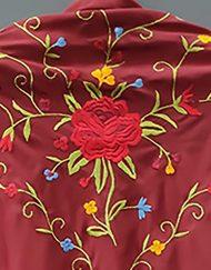 detalle manton estampado corinto