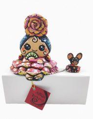Figura de una gitana con Chiguagua. Esta pieza de cerámica es obra original del artista gaditano Antonio Ruano.