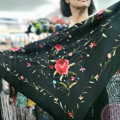 manton de seda bordado a mano hispania flamenco