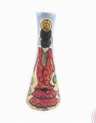 Catalina Alcaide inició su andadura en la decoración de piezas en 1978, trabajando para algunos de los principales talleres de cerámica deLa Rambla. Su primera exposición de trabajos tuvo lugar en 1982, en el Palacio de La Merced de Córdoba, con tan solo 18 años. Colaboró en el taller del ilustre escultor, pintor y ceramistaAlfonso Ariza, el cual destacó sus méritos otorgándole la medalla de plata en 1982 por su destacada labor como decoradora de cerámica.