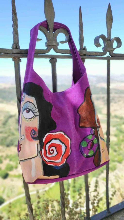 Bolso de piel vuelta morado pintado por la artista sevillana Carmen Encinas para Hispania Flamenco.